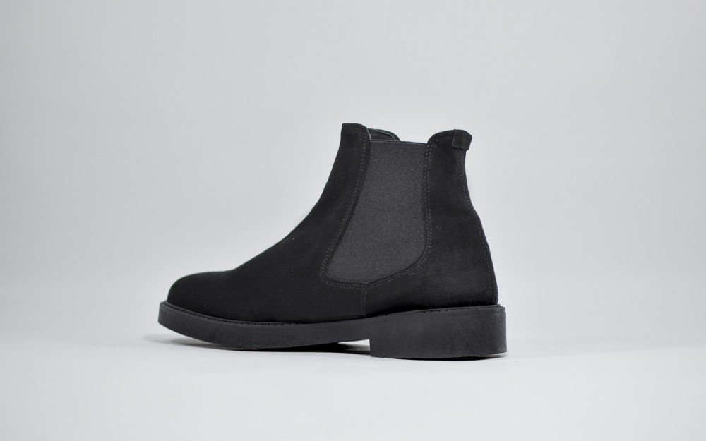 Chelsea boots in suede