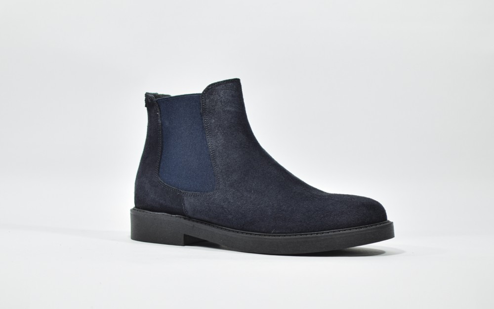 copy of Chelsea boots in suede